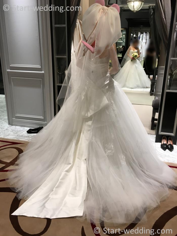 モニークルイリエのドレス